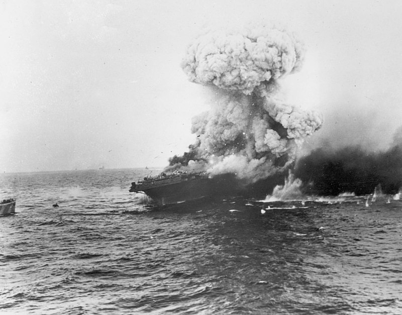 800px large explosion aboard uss lexington %28cv 2%29  8 may 1942 %2880 g 16651%29
